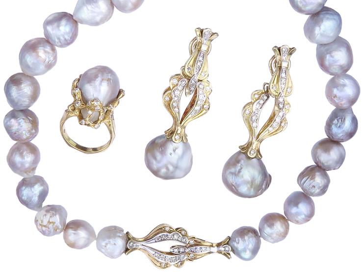 Schmuckset Dreiteilig Tahiti Perlen Brillanten Diamanten Gelbgold