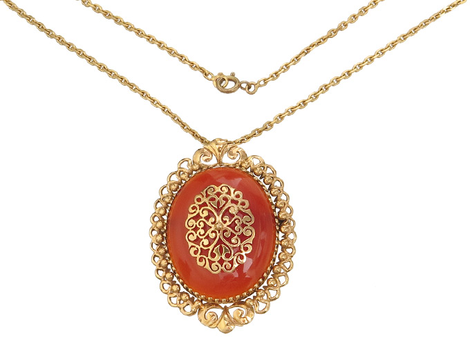 Pendant Carnelian with Chain 18 Karat Rose Gold approx. 1930-50 Certificate