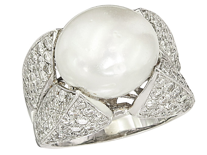 Ring South Sea Pearl Diamonds 18 Karat White Gold