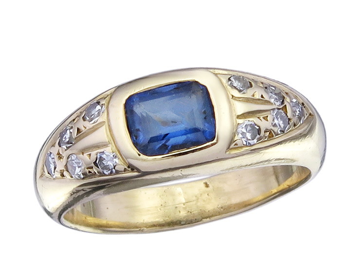 Ring Sapphire Diamonds 18 Karat Yellow Gold