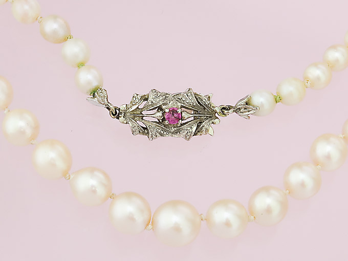 Pearl Necklace Single-Row 18 Karat White Gold