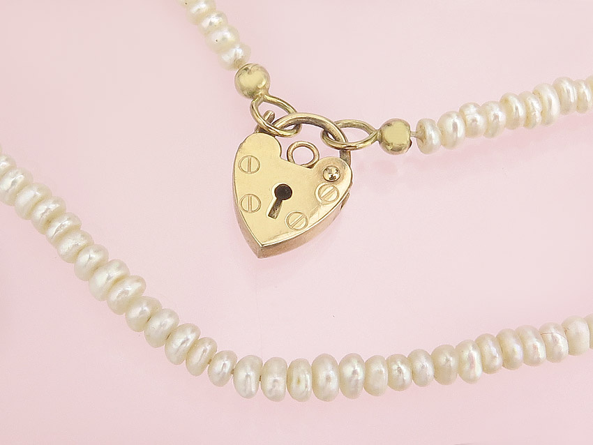 Pearl Collier Heart Clasp 9 Karat Yellow Gold