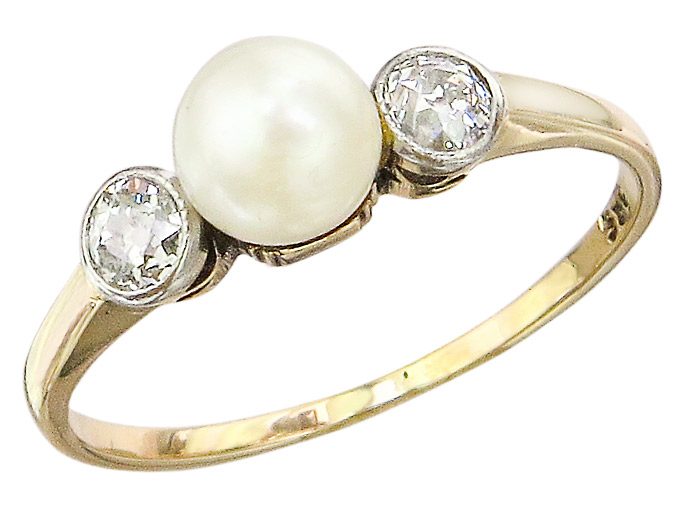 Ring Pearl Old Cut Diamonds 14 Karat Yellow Gold Antique around 1920