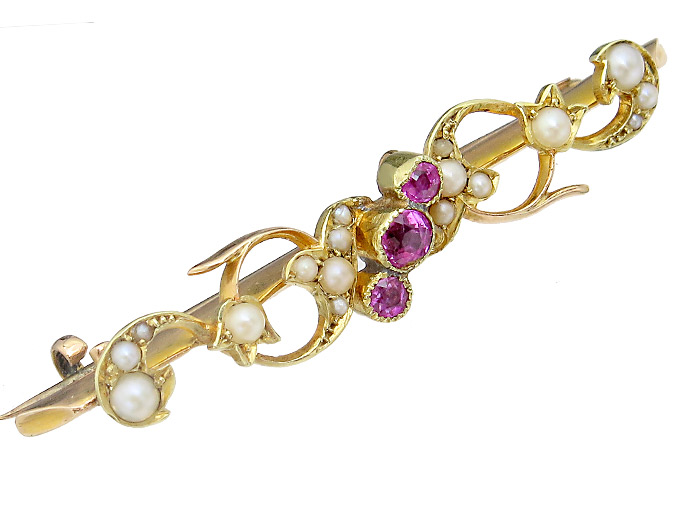 Brooch Rubies Pearls 15 Karat Yellow Gold Antique England around 1910