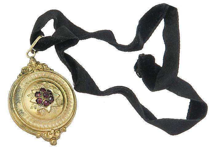 Collier Samtkette Schaumgold Anhänger Granat Historismus um 1890