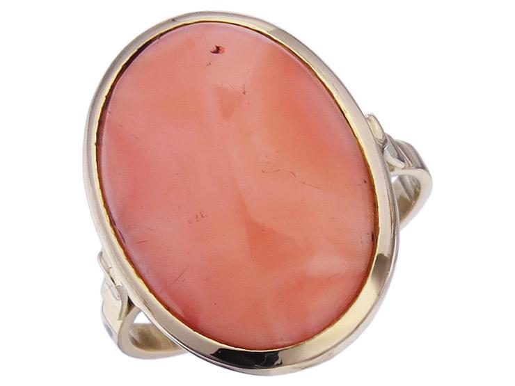 Ring Coral 18 Karat Yellow Gold