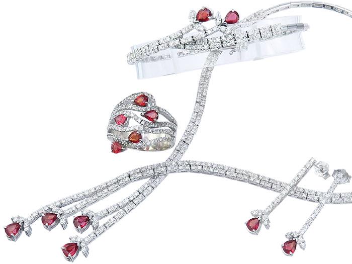 Schmuckset Vier-Teilig Diamanten total ca. 3,00 Carat Rubine 750er Weissgold