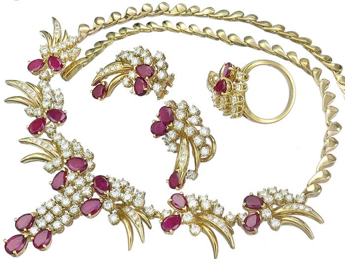 Schmuckset Collier Ohrstecker Ring Rubine Brillanten 750er Gelbgold